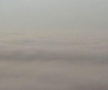 De mist van boven gezien